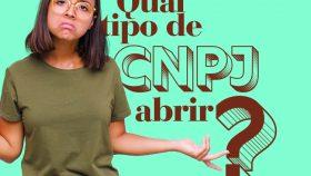 """mulher de óculos com os braços abertos e expressão de dúvida em um fundo verde com a pergunta """"qual CNPJ abrir"""""""